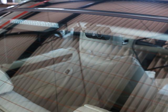 BMW 320iにドライブレコーダーを取り付け リアカメラの画像