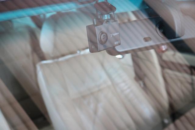BMW 320iにドライブレコーダーを取り付け フロントカメラの画像