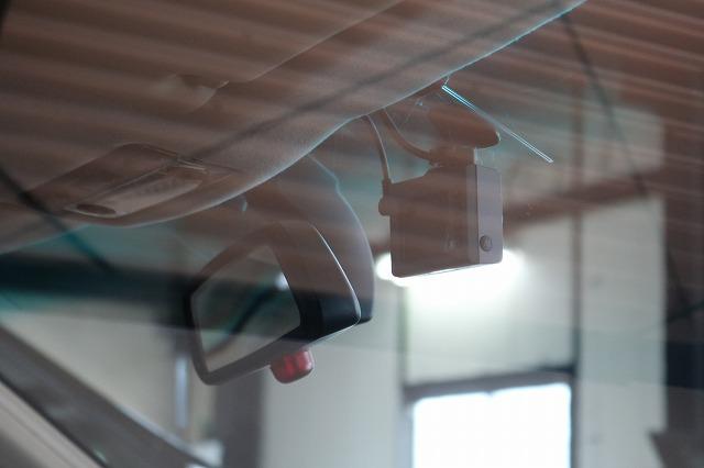 BMW 320iにドライブレコーダーを取り付け 内側フロントカメラの画像