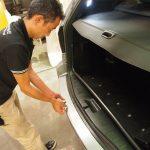 BMWx3のリアバンパーにプロテクションフィルムを施工させていただきました。