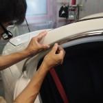 東京都よりご来店で傷んでしまったメッキモールにメッキモールフィルムを施工させていただきました。