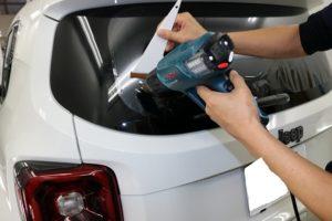 新車JEEPレネゲードに紫外線カット率100%