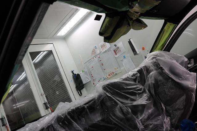メルセデスベンツC220dにLFTフィルム施工 フロントガラス内側の画像
