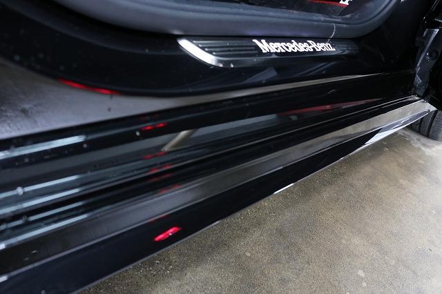 メルセデスベンツC220dにカーラッピング施工 サイドステップ施工前の画像