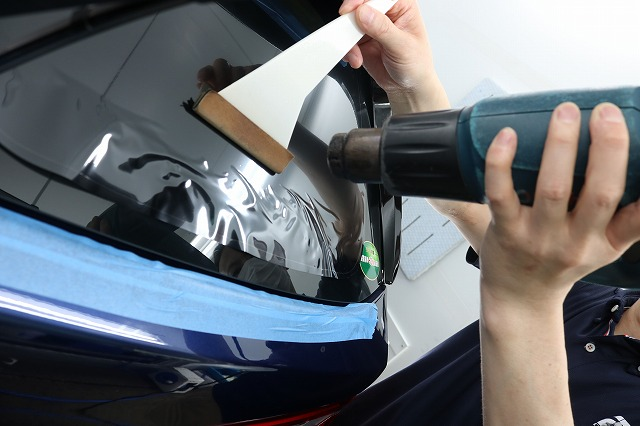 BMW X1に断熱フィルム施工 リアガラス熱整形の画像