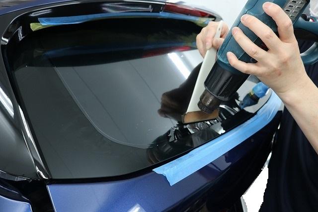 BMW X1に断熱フィルム施工 貼り付けの画像