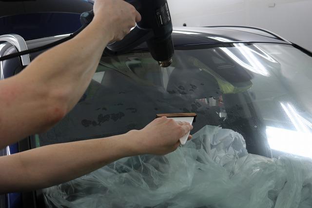 BMW X1に断熱フィルム施工 熱整形の画像