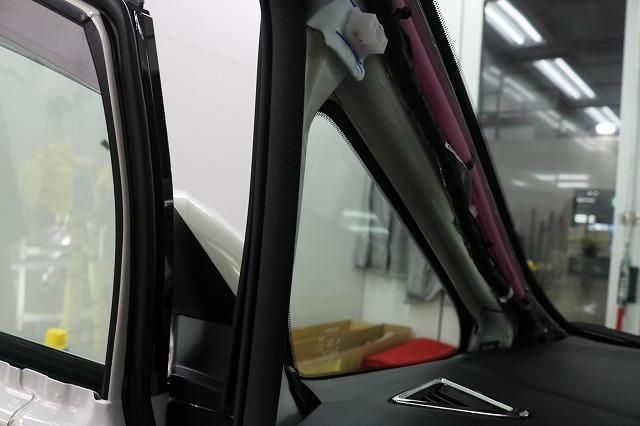 トヨタ・アルファードにLFT断熱フィルムを施工後 三角窓車内からの画像