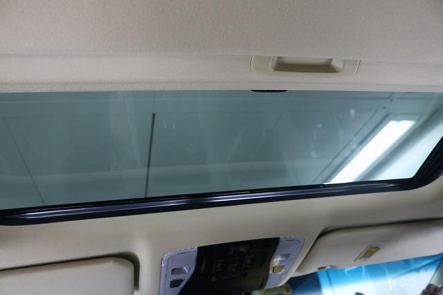 トヨタ・アルファードにLFT断熱フィルムを施工後 サンルーフ車内からの画像
