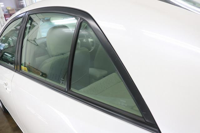 トヨタ・アリオンにLFT断熱フィルム施工前 リアサイドガラスの画像