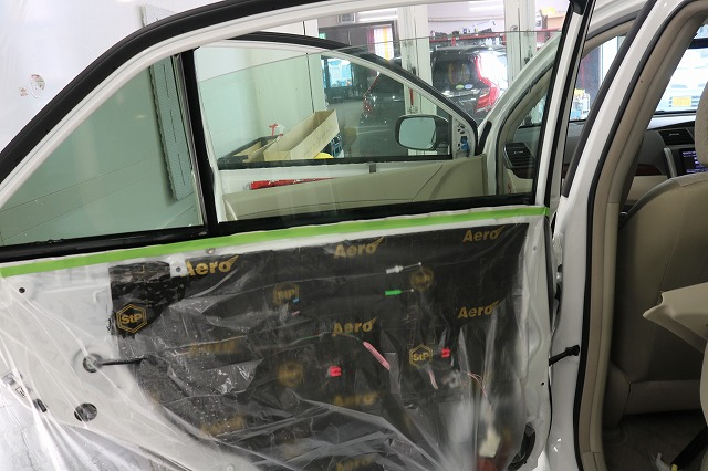 トヨタ・アリオンにLFT断熱フィルム施工 内張の画像