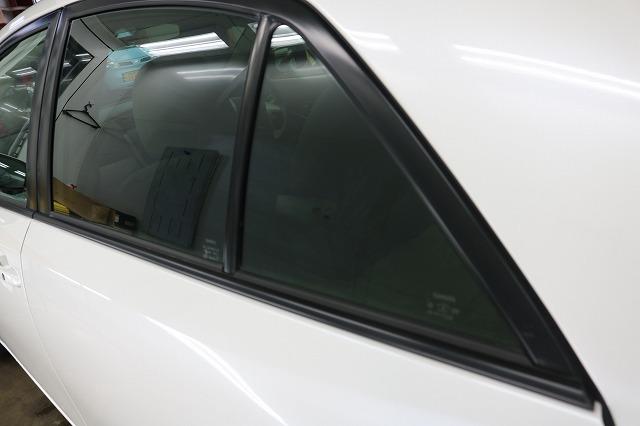 トヨタ・アリオンにLFT断熱フィルム施工後 リアサイドガラスの画像