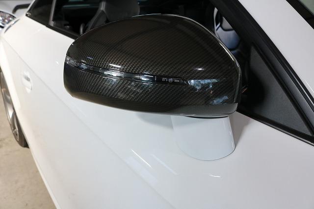 アウディTT RSのサイドミラーにカーボンラッピングを施工後の画像