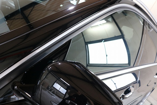メルセデスベンツにカーラッピング施工後 メッキモール画像
