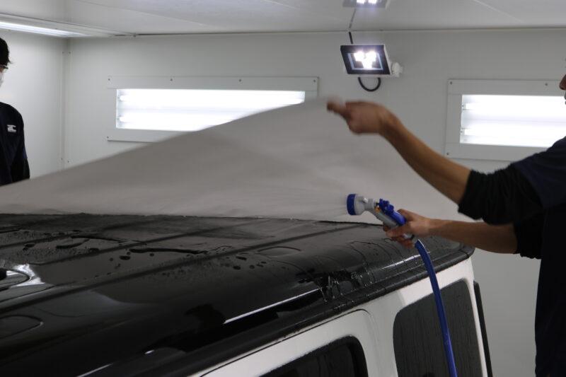 メルセデスG350dのルーフにプロテクションフィルム施工 XPEL ULTIMATE PLUS 雨染み対策 ウォータースポット