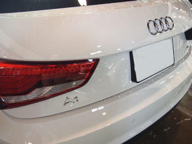 東京都からお越しの新車アウディA1の1か月無料点検洗車を実施いたしました。