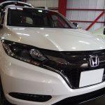 千葉県からお越しの新車ホンダヴェゼルに滑水性のエシュロンガラスコーティングを施工させていただきました。