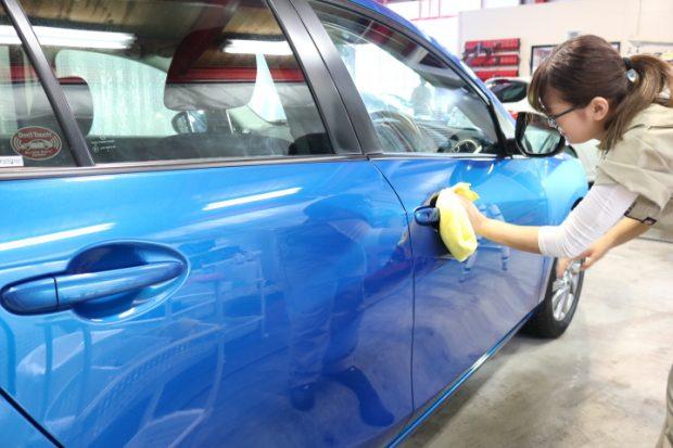 千葉県からお越しのマツダアクセラに親水性のカーコーティング『クォーツガラスコート』を施工させていただきました。