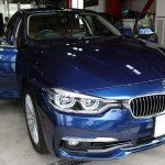 千葉県からお越しの新車BMW330eの本革シートに革を摩擦によるダメージから守る『レザープロテクトコート』を施工させていただきました。