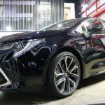 東京都江東区からお越しの新車カローラスポーツに親水性のカーコーティング『クォーツガラスコート』を施工させていただきました。