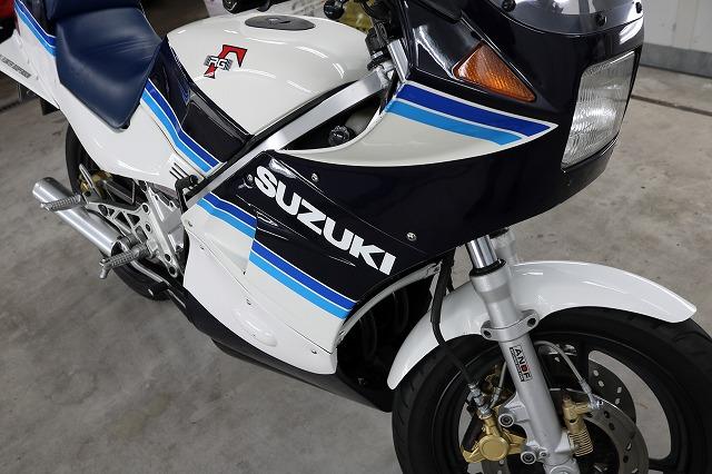 バイクコーティングも最強コーティング!RG250ガンマに鏡面研磨からのセラミックコーティングを施工致しました。