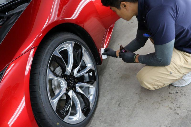新車レクサスLC500にカーコーティング施工 タイヤハウスの画像