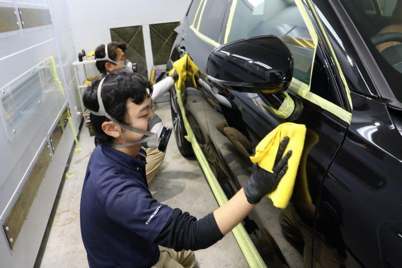 新車ボルボV60クロスカントリーにカーコーティングを施工 拭き取り画像