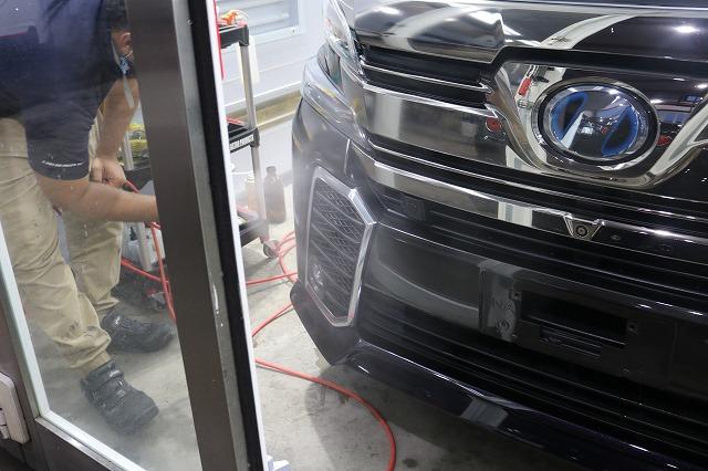 ヴェルファイアに親水性クォーツガラスコーティングを施工 吹付コーティングの画像