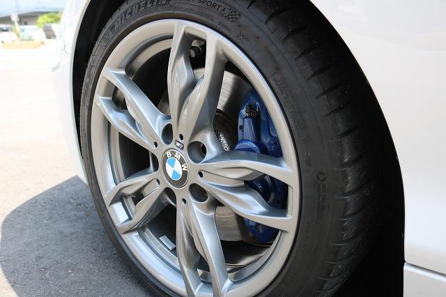 BMW M140iにバリアタフホイールコート施工後の画像