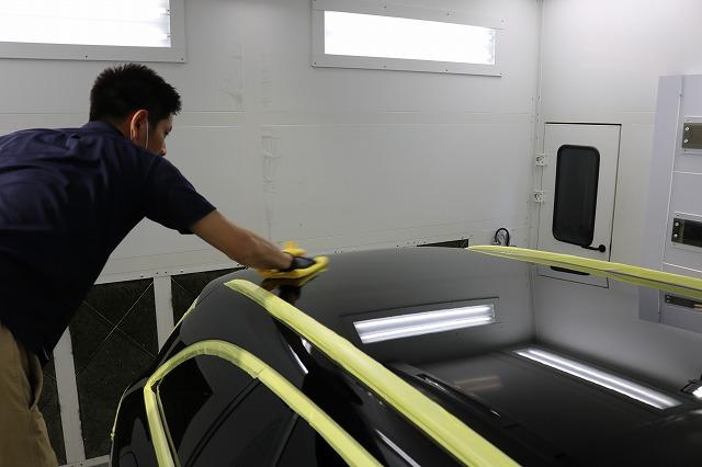 メルセデスベンツC220dにファインラボヒールプラスを施工 拭き取りの画像