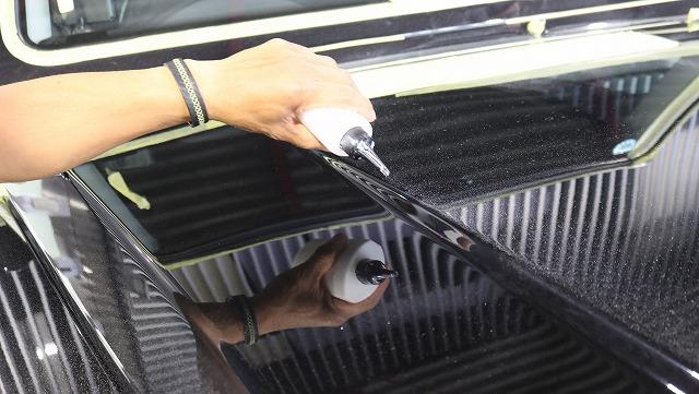 メルセデスベンツGにセラミックプロ9H施工 定着剤塗布の画像