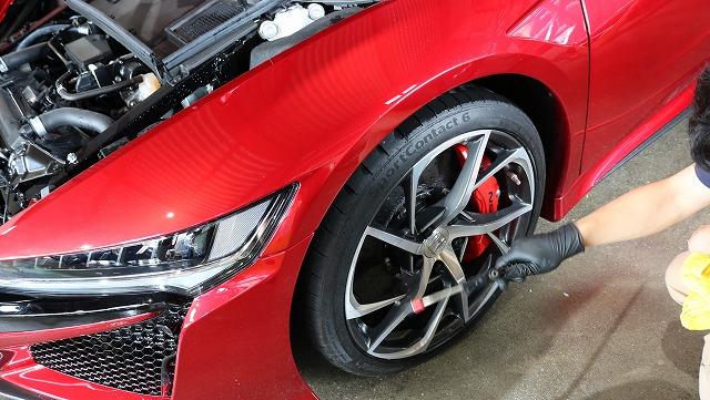 ホンダ・NSXにエシュロンガラスコーティング施工 細部洗浄の画像