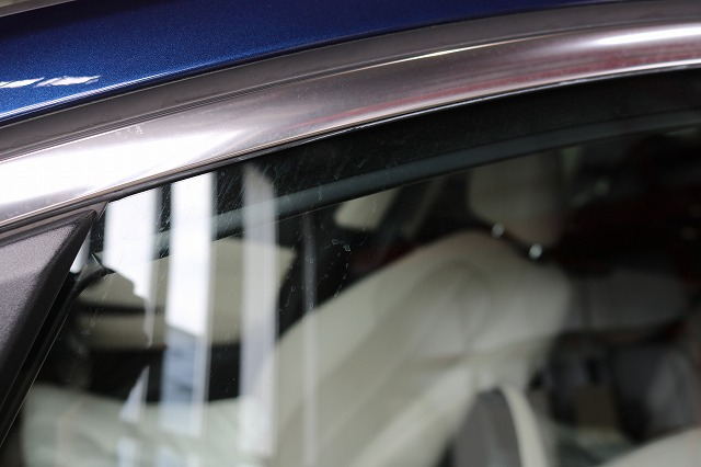 BMW 218dにパーツコーティング施工 ウィンドウ 酸性雨によるシミの画像