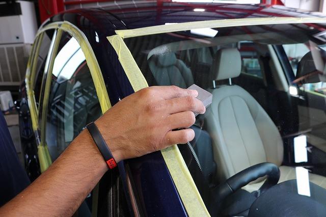 BMW 218dにパーツコーティング施工 ウィンドウコート塗布の画像