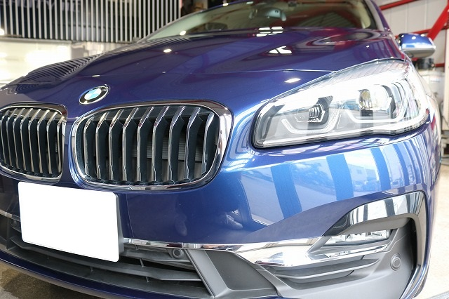 BMW 218dにパーツコーティング施工