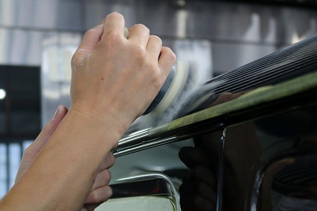 スズキのジムニーシエラに親水性コーティング「セラミックシールド」を施工 研磨画像