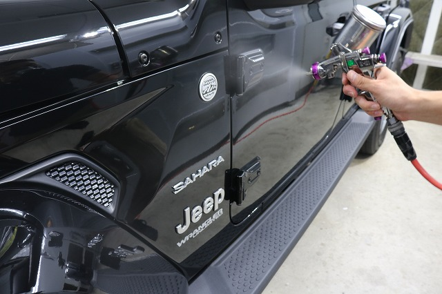 ジープラングラーサハラにカーコーティング施工 クォーツガラスコーティングの画像