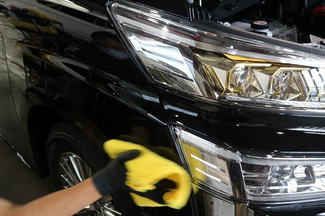 新車トヨタ・ヴェルファイアにファインラボヒールプラスを施工 拭き取り画像