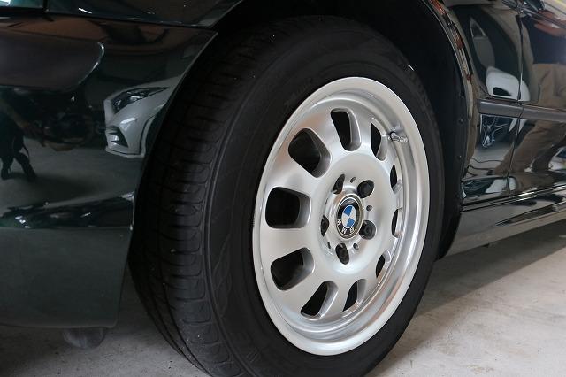 BMW 320iにホイールコートを施工後の画像