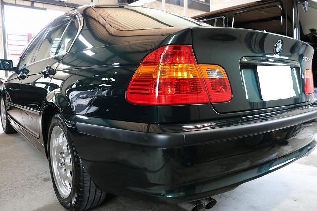 BMW 320iにエシュロンガラスコーティングを施工後 後方画像