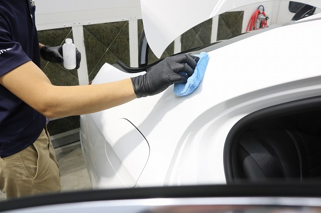 新車メルセデスベンツE220dにカーコーティングを施工 コーティング塗布画像