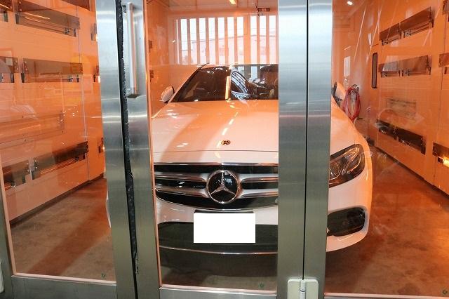 新車メルセデスベンツE220dにカーコーティングを施工 赤外線ブースの画像