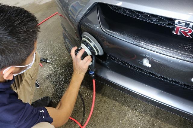 日産GTRに疎水性カーコーティング「ファンラボセラミック」施工 バインダー作業画像