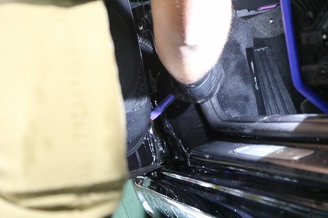 ポルシェケイマンSにカーコーティング施工 細部洗浄の画像