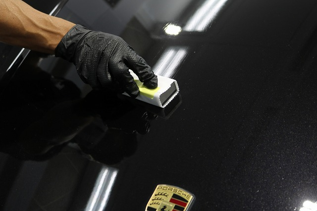 ポルシェケイマンSにカーコーティング施工 塗り込み画像
