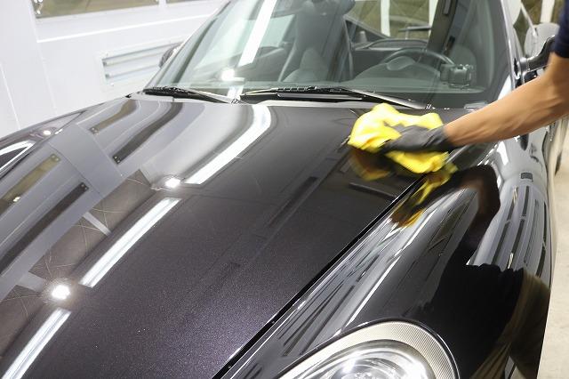 ポルシェケイマンSにカーコーティング施工 拭き取りの画像