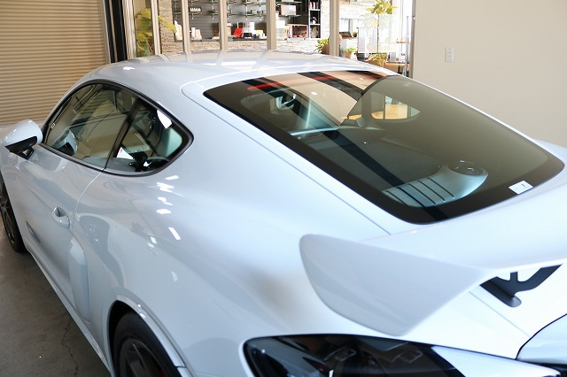 新車ポルシェ718ケイマンGT4にファインラボヒールプラス施工後 リア画像