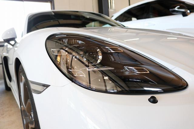 新車ポルシェ718ケイマンGT4にヘッドライトコート施工 ヘッドライト画像