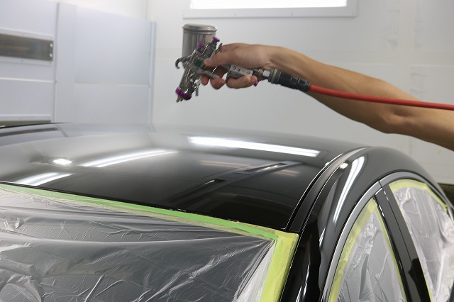 MAZDA3にクォーツガラスコーティング施工 スプレー吹付画像