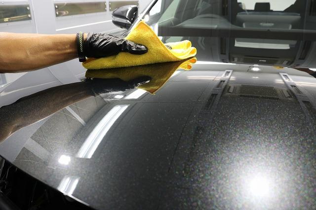 トヨタハリアーにカーコーティングを施工 拭き取り画像